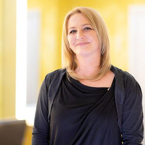 Tanja Bäz, Friseurmeisterin